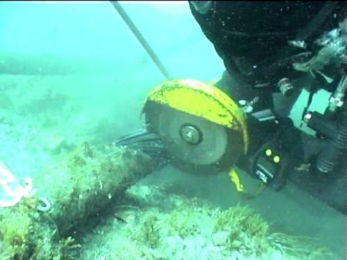 Underwater cutting of power cable